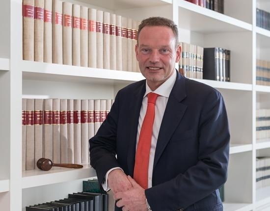"""Ik ben Wouter Bossuyt, lijstduwer <a href=""""http://brugge.cdenv.be/"""" target=""""_blank"""">CD&amp;V</a> Brugge en notaris"""